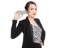 Young Asian business woman with a blank card Royalty Free Stock Photography