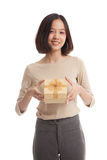 Young Asian business woman with a gift box Stock Photography