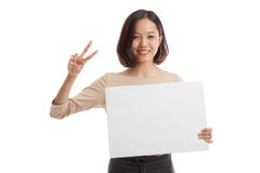 Young Asian business woman show victory sign with blank sign Royalty Free Stock Images