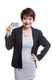 Young Asian business woman smile with a blank card. Royalty Free Stock Photography