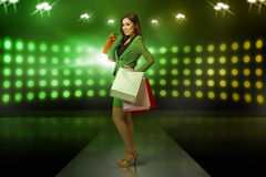 Young asian business woman standing with shopping bags Royalty Free Stock Photos