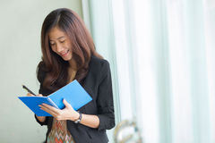 Young asian business woman writing a note Royalty Free Stock Photography