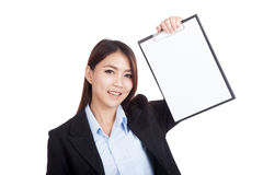 Young Asian businesswoman show a blank clipboard Royalty Free Stock Photo