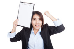 Young Asian businesswoman success with blank clipboard Royalty Free Stock Photos