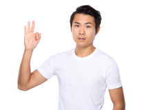 Young asian man showing okay sign Royalty Free Stock Photos