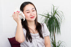 Young asian woman with cockleshell Royalty Free Stock Photos