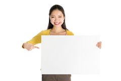 Young Asian woman holding white paper card Royalty Free Stock Photos