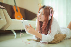Young asian woman listening to music Royalty Free Stock Photography