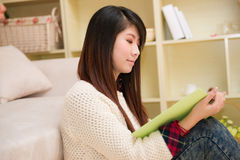 Young asian woman reading book Royalty Free Stock Photos