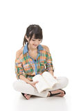 Young asian woman reading a book Royalty Free Stock Photos