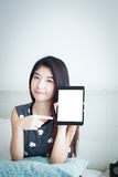 Young Asian woman show or display tablet with white blank screen Royalty Free Stock Photos