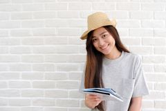 Young asian woman traveler holding map smiling with happiness wh Royalty Free Stock Photos