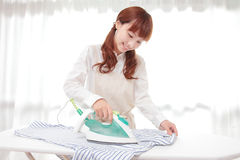 Young Asian women to the ironing Royalty Free Stock Images