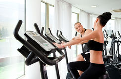 Young athletic couple gym Stock Photography
