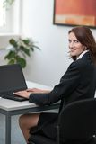 Young attractice businesswoman uses her laptop Royalty Free Stock Photos