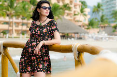 Young attractive caucausian  woman enjoys sun on ocean resort du Royalty Free Stock Photography