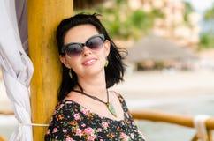Young attractive caucausian  woman enjoys sun on ocean resort du Royalty Free Stock Image