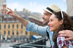 Young attractive couple on holidays in city Royalty Free Stock Photos