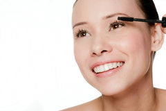 Young and attractive woman applying mascara Royalty Free Stock Photos