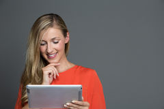 Young attractive woman using a tablet computer Royalty Free Stock Photos