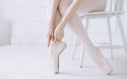 Young ballerina standing on poite at barre in ballet class royalty free stock photography