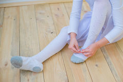 Young ballet dancer preparing for lesson Stock Photography