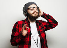 Young bearded man listening to music Royalty Free Stock Photos