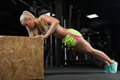 Free Young Beautiful Blonde Girl. Athlete Bodybuilder, Fitness Model Stock Images - 133400864