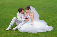 Young and beautiful bride and groom smiling at eac Royalty Free Stock Photos