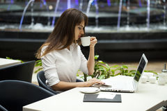 Young beautiful business woman drinking coffee Royalty Free Stock Images