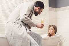 Young couple in the bathroom Royalty Free Stock Photos