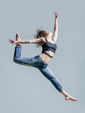 Young beautiful dancer posing in studio Royalty Free Stock Photos