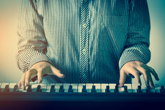 Young beautiful girl playing the piano Royalty Free Stock Photos