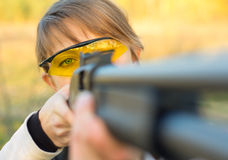 Young beautiful girl with a shotgun Stock Photography
