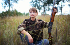 Young beautiful girl with a shotgun Royalty Free Stock Photos