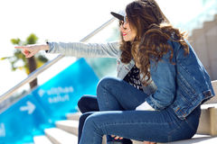 Young beautiful girls with denim suit in a urban background Royalty Free Stock Photos