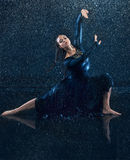 The young beautiful modern dancer dancing under water drops Royalty Free Stock Photos