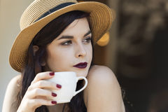 Young beautiful traveler enjoying a coffee at street cafe Royalty Free Stock Photos
