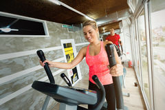 Young beautiful woman doing cardio in gym Royalty Free Stock Photography