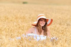 Young beautiful woman on field Royalty Free Stock Photography