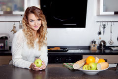 Young beautiful woman in the kitchen, healthy Royalty Free Stock Photography