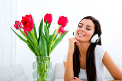 Young beautiful woman listening to music Royalty Free Stock Photos