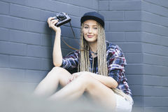 Free Young Beautiful Woman Photographer Is Holding The Camera Royalty Free Stock Photo - 95426645