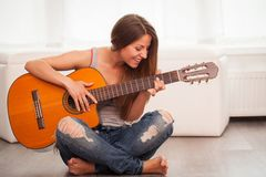 Young beautiful woman playing guitar Royalty Free Stock Images