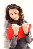 Young beautiful woman reading a book Royalty Free Stock Photography