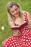 Young beautiful woman reads book Royalty Free Stock Photography