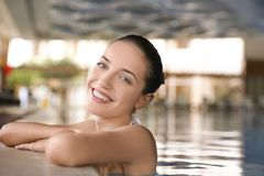 Young beautiful woman relaxing in swimming pool Stock Photography