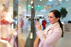 Woman in shopping mall Royalty Free Stock Photography