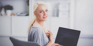 Young beautiful woman using a laptop computer at home Royalty Free Stock Photos