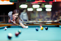 Young beautiful young lady aiming to take the snooker shot Royalty Free Stock Photos
